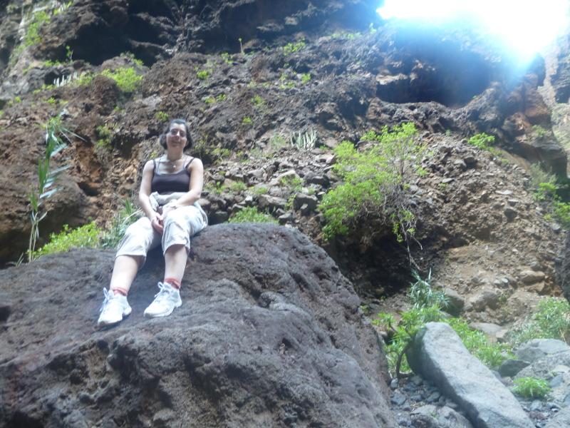 Marta tuvo que dar el do de pecho para acceder a la cumbre de esta montaña de rocas...