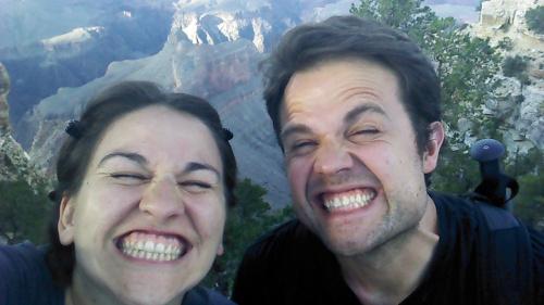 Esta es la verdadera razón de tanto selfie: ver si se nos ha quedado algo entre los dientes.