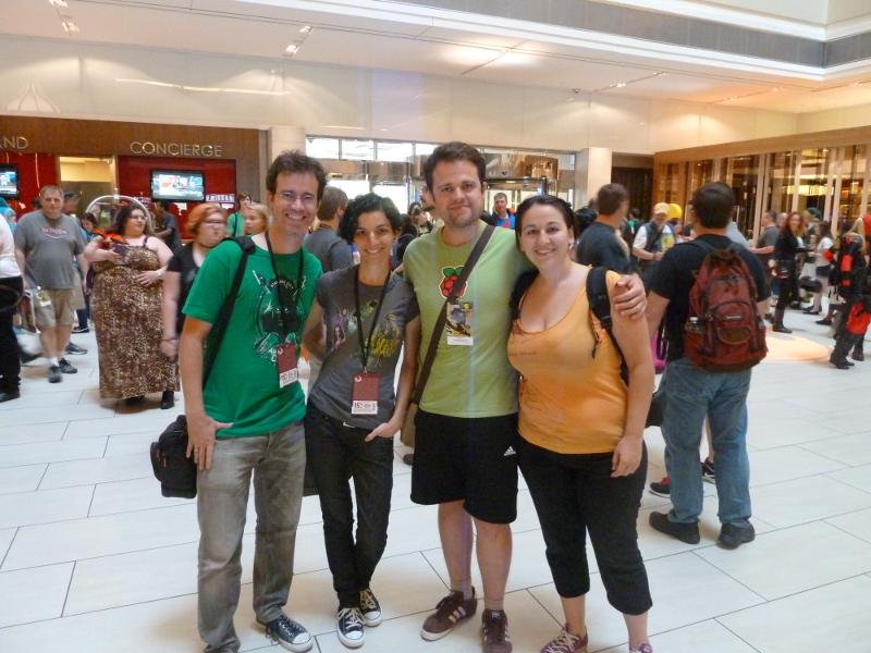 Los Cuatro Fantásticos disfrazados de asistentes al evento: 'Nuestra lema no se pierda'