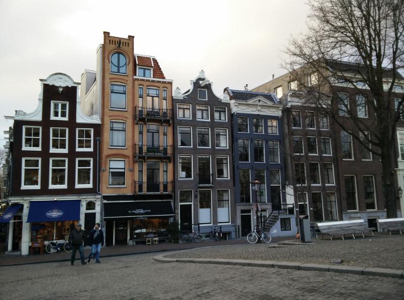 Los amsterdamers se llegan a tomar muy en serio los impuestos por fachada...
